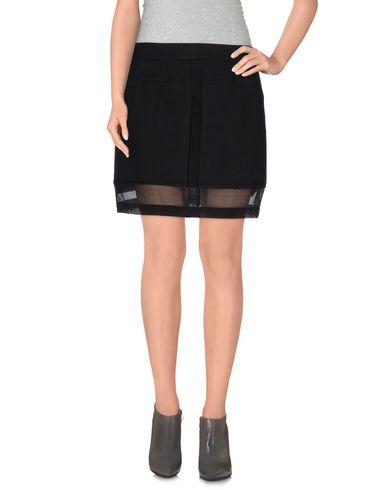 Фото - Мини-юбка черного цвета
