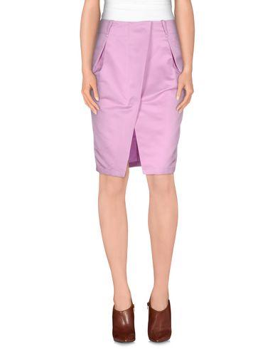 Фото - Юбку до колена пастельно-розового цвета