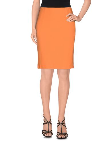 Фото - Юбку до колена оранжевого цвета