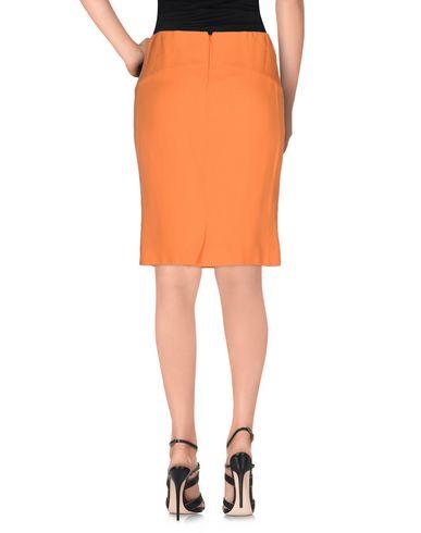 Фото 2 - Юбку до колена оранжевого цвета