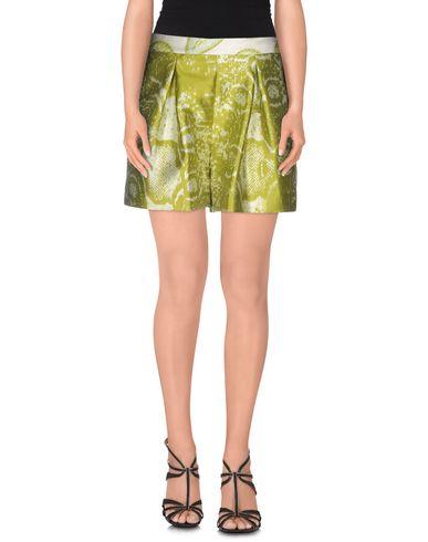 Фото - Повседневные шорты от GIAMBATTISTA VALLI зеленого цвета