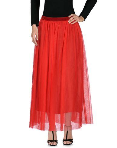 Фото - Длинная юбка красного цвета