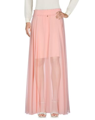 Фото - Длинная юбка розового цвета
