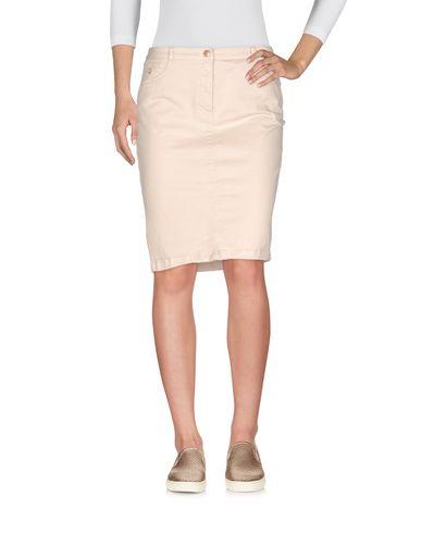 Фото - Джинсовая юбка от AT.P.CO бежевого цвета