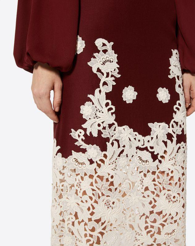 Falda de Crêpe Couture con inserciones de macramé