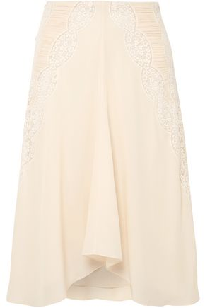 CHLOÉ Crochet-paneled ruched silk crepe de chine skirt