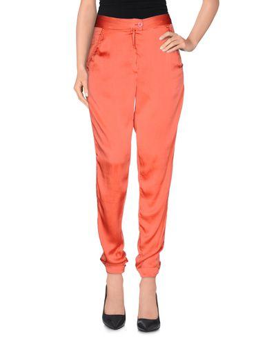 Фото - Повседневные брюки кораллового цвета