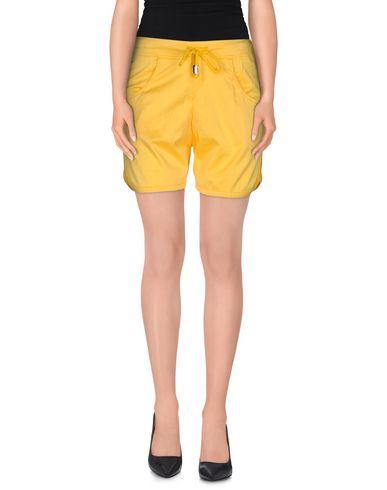Фото - Повседневные шорты от JIJIL желтого цвета
