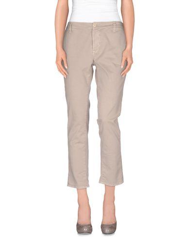 Фото - Повседневные брюки от TRUE NYC. серого цвета