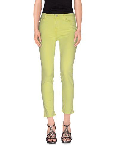 Фото - Джинсовые брюки кислотно-зеленого цвета