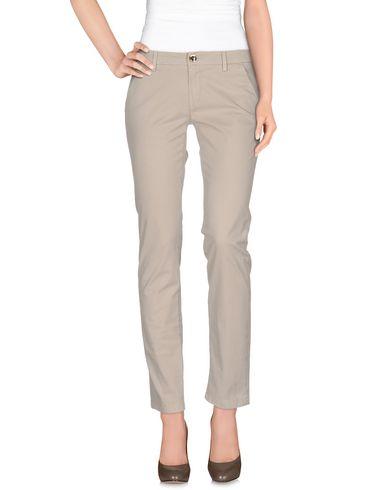 Фото - Повседневные брюки от CAMOUFLAGE AR AND J. бежевого цвета