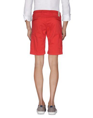 Фото 2 - Мужские бермуды MICHAEL COAL красного цвета