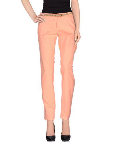Фото - Повседневные брюки оранжевого цвета