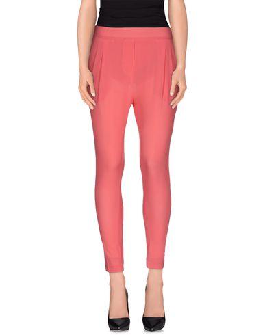 Фото - Повседневные брюки от POUR кораллового цвета