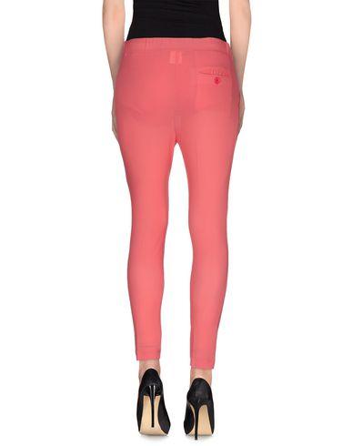Фото 2 - Повседневные брюки от POUR кораллового цвета