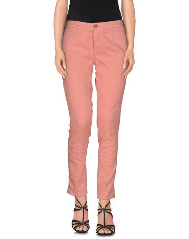 Фото - Джинсовые брюки от TRUE NYC. лососево-розового цвета