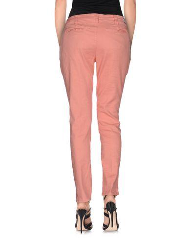 Фото 2 - Джинсовые брюки от TRUE NYC. лососево-розового цвета