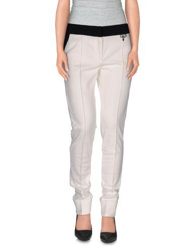 Фото - Повседневные брюки от VDP COLLECTION цвет слоновая кость