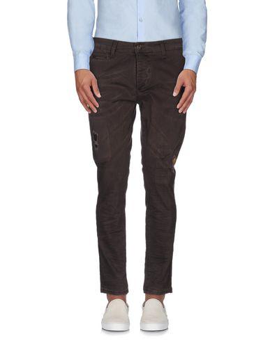 Фото - Повседневные брюки от ROBERT QUEEN темно-коричневого цвета