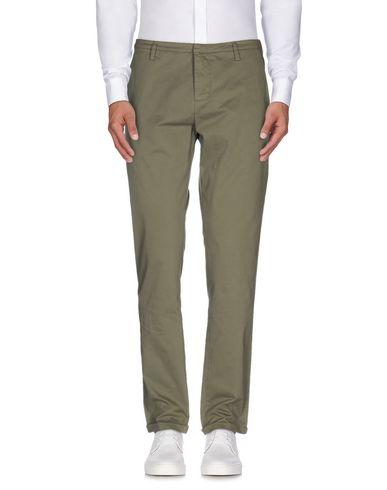 Фото - Повседневные брюки от GUNS DISARMED цвет зеленый-милитари