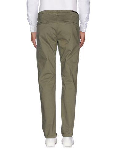 Фото 2 - Повседневные брюки от GUNS DISARMED цвет зеленый-милитари