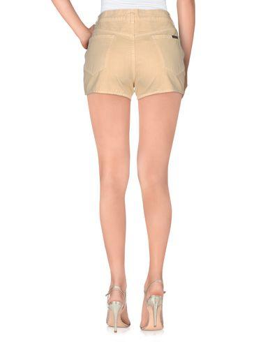 Фото 2 - Повседневные шорты бежевого цвета