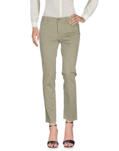 Фото - Повседневные брюки от SIVIGLIA WHITE цвет зеленый-милитари