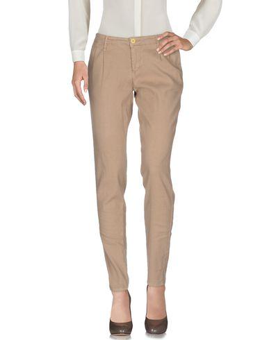 Фото - Повседневные брюки от ZERO ZERO бежевого цвета