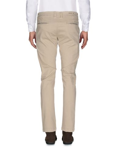 Фото 2 - Повседневные брюки от QU4TTRO бежевого цвета
