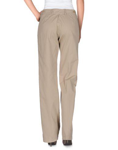 Фото 2 - Повседневные брюки от ASPESI бежевого цвета