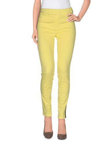 Фото - Повседневные брюки от BLUE LES COPAINS желтого цвета