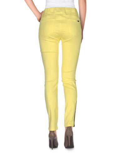 Фото 2 - Повседневные брюки от BLUE LES COPAINS желтого цвета