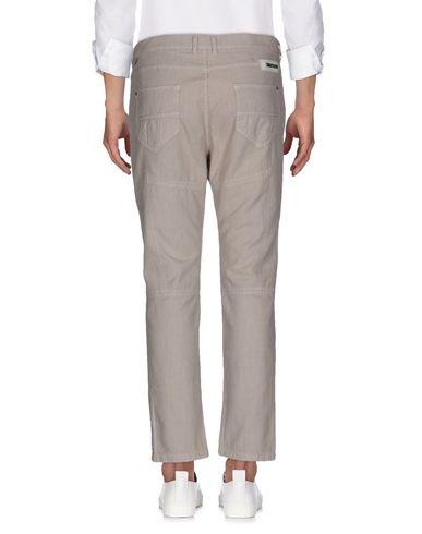 Фото 2 - Джинсовые брюки от PAOLO PECORA бежевого цвета