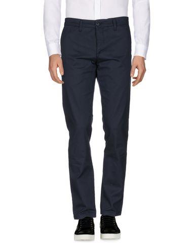 Фото - Повседневные брюки от CARHARTT темно-синего цвета