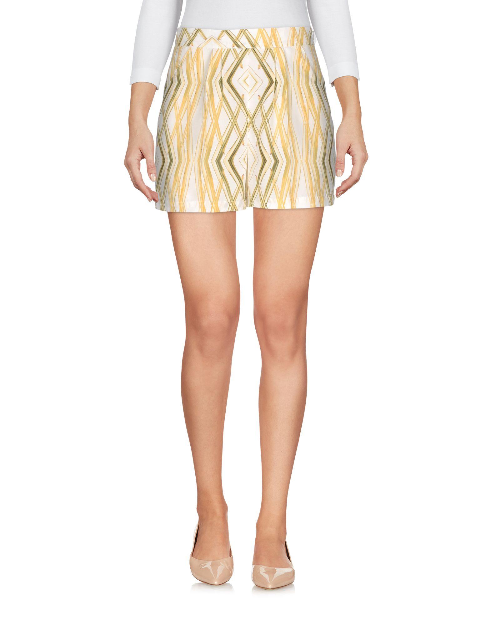 TOTHEM Shorts & Bermuda in Ivory