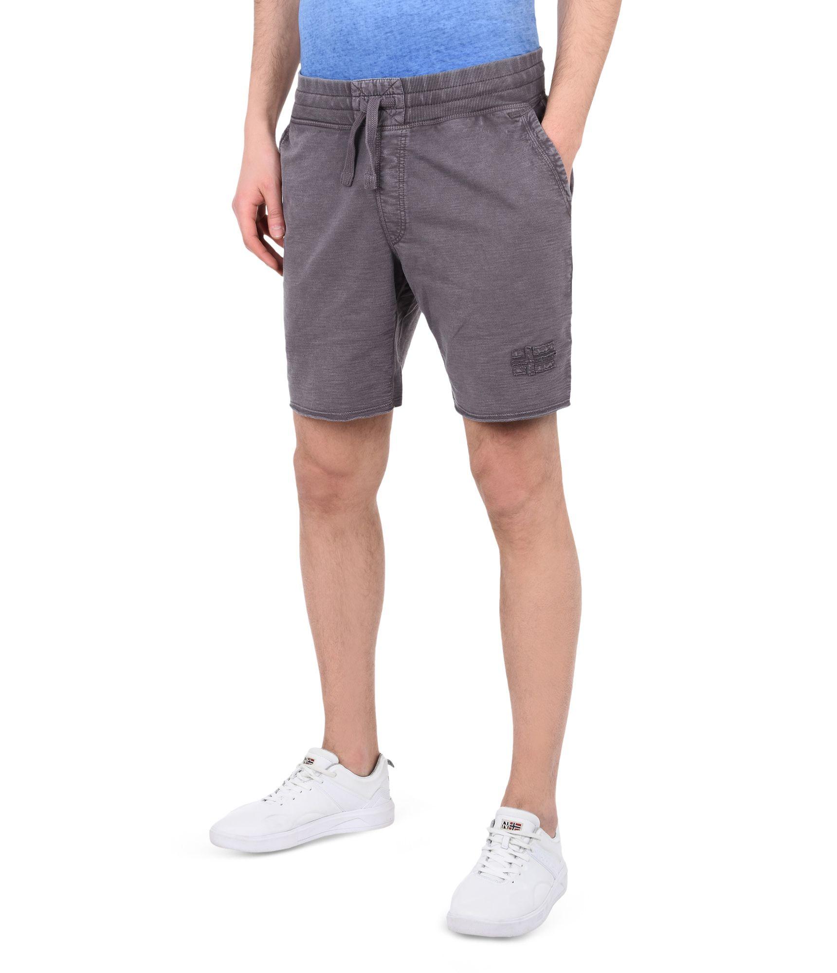 Artikel klicken und genauer betrachten! - Fleece-Shorts Vintage-Effektbehandlung Elastischer Tunnelzugbund Vier Taschen Grafikelemente | im Online Shop kaufen