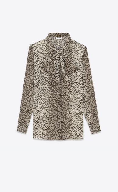 SAINT LAURENT Tops et blouses D Blouse à lavallière en georgette de soie à imprimé Babycat beige et noir a_V4