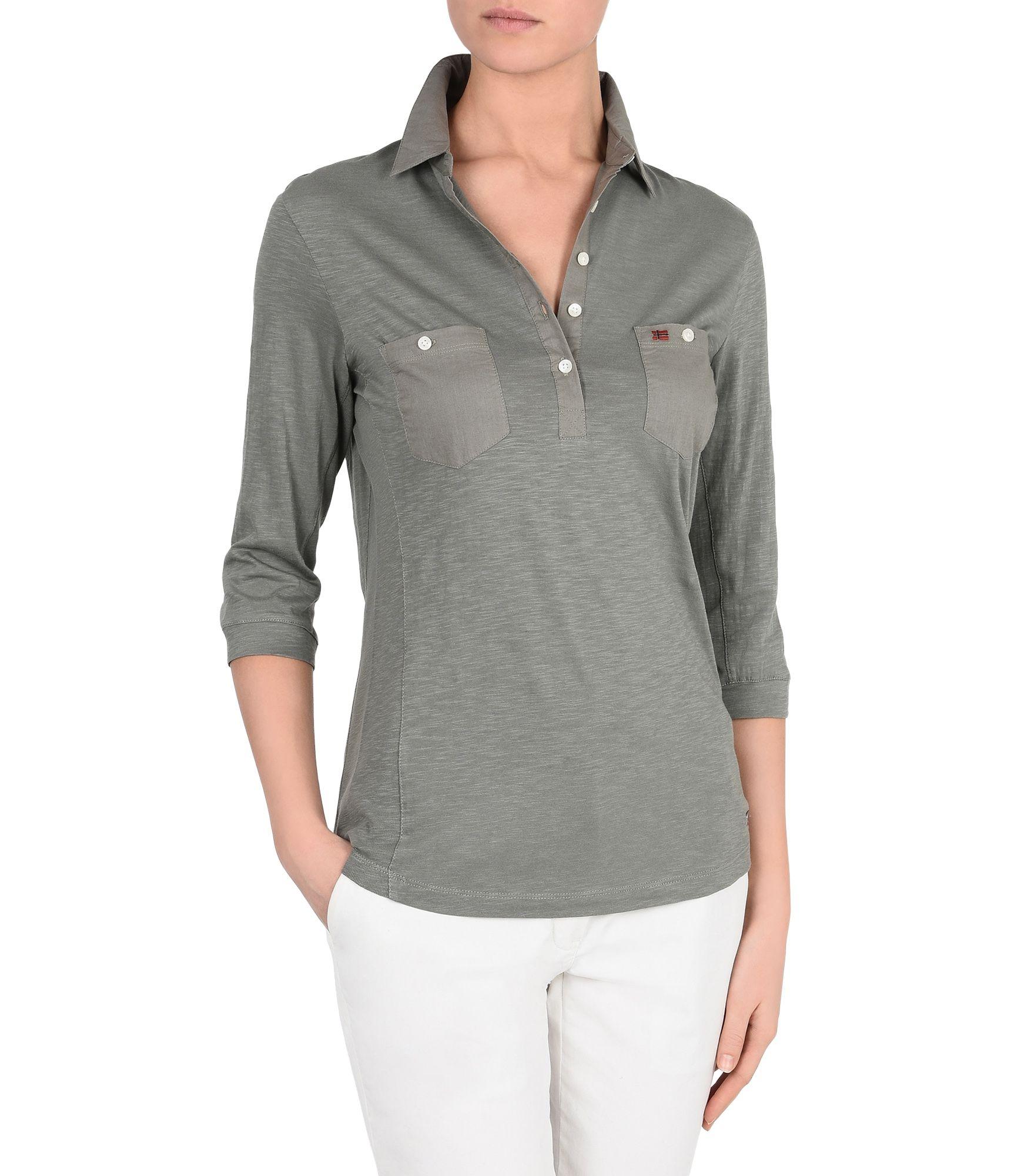 Artikel klicken und genauer betrachten! - Jersey-Poloshirt mit ¾-Ärmeln Hemdkragen Schmale Frontknopfleiste Zwei Taschen Materialmix-Einsätze aus leichtem Gewebe Grafikelemente | im Online Shop kaufen