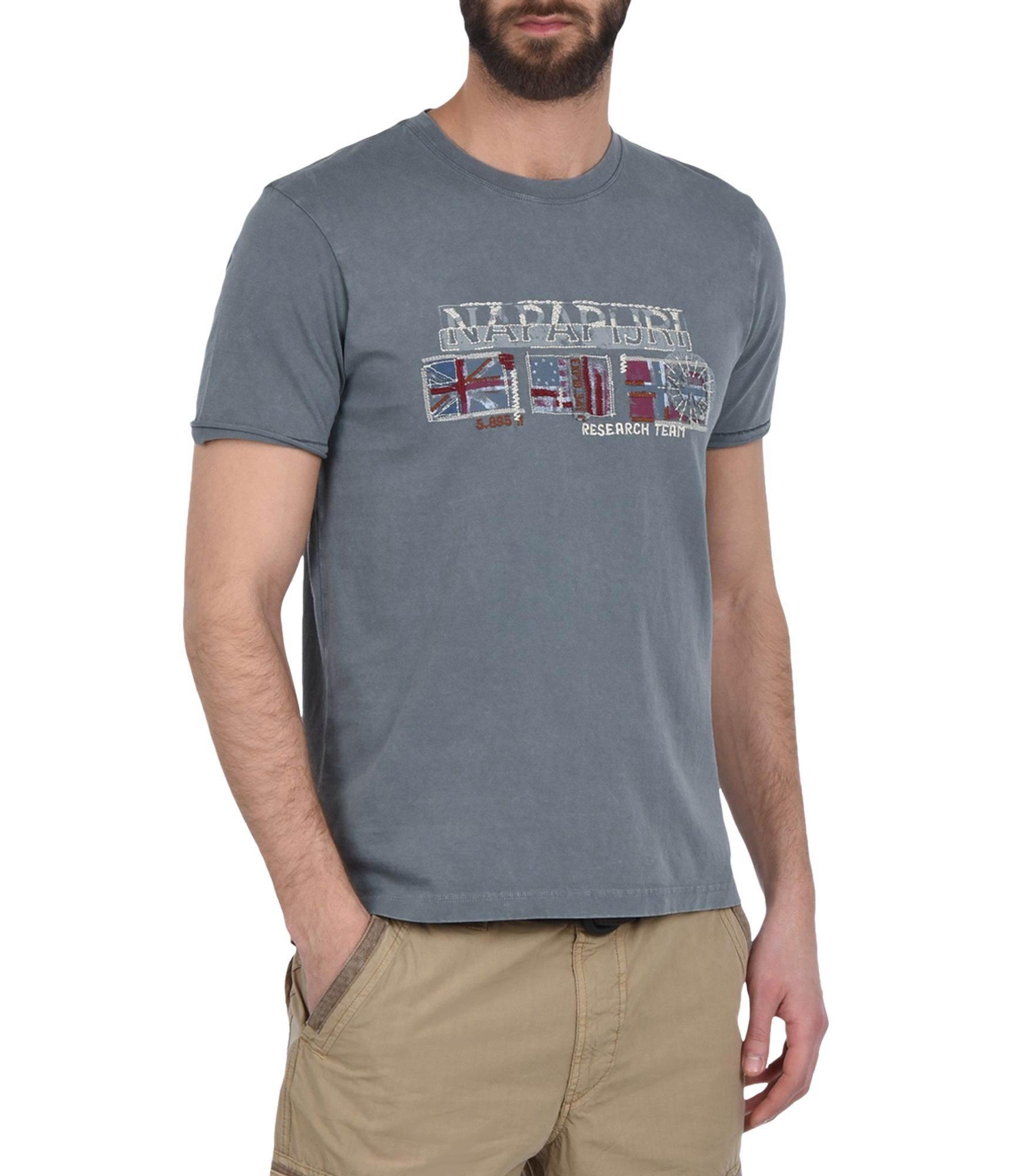 Artikel klicken und genauer betrachten! - Rundhals-T-Shirt mit kurzen Ärmeln Vintage-Effektbehandlung Grafikelemente | im Online Shop kaufen