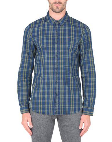 Фото 2 - Джинсовая рубашка от TOMMY JEANS синего цвета
