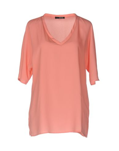 Фото - Женскую блузку  лососево-розового цвета