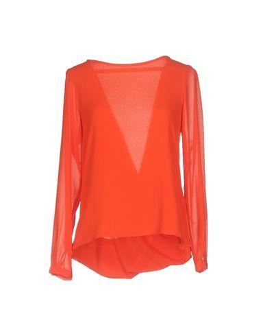 Фото - Женскую блузку  красного цвета