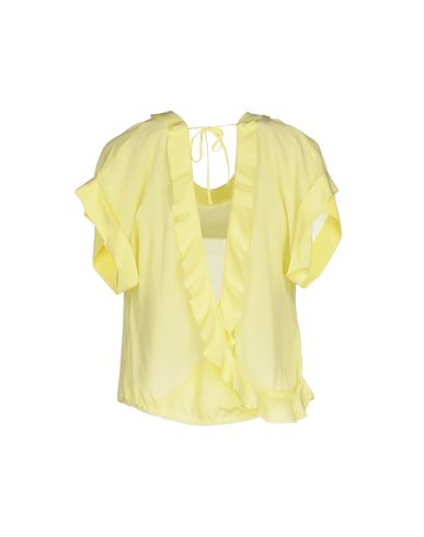 Фото 2 - Женскую блузку  желтого цвета