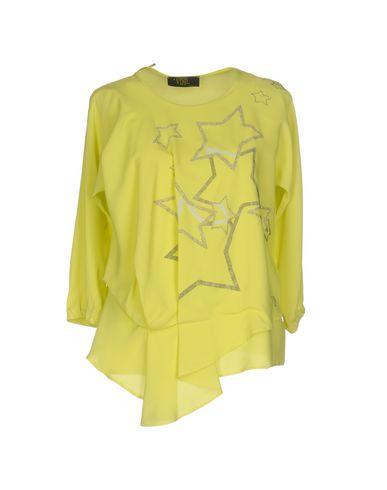 Фото - Женскую блузку VDP CLUB кислотно-зеленого цвета