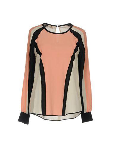 Купить Женскую блузку  лососево-розового цвета