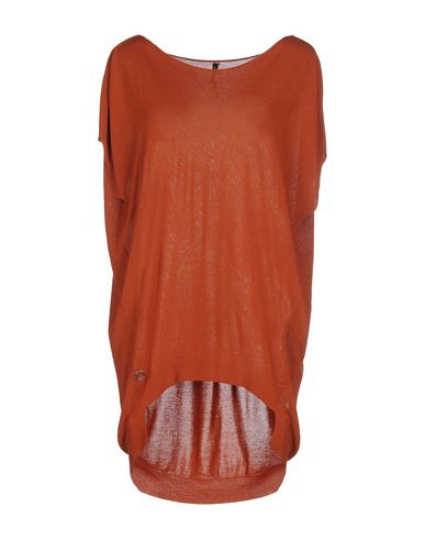 Фото - Женский свитер  ржаво-коричневого цвета