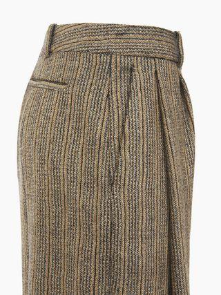 Low-slung pants