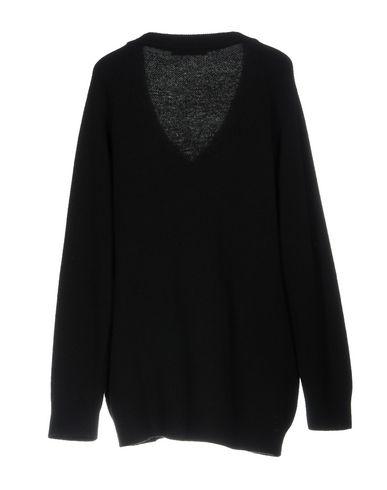 Фото 2 - Женский свитер  черного цвета