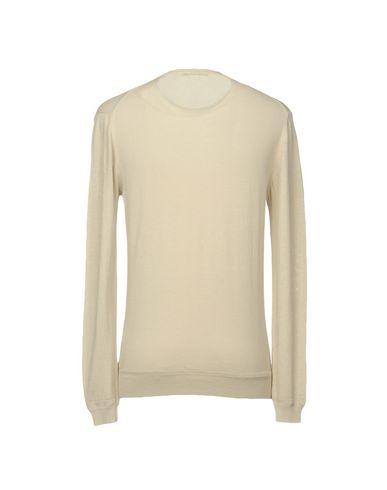 Фото 2 - Мужской свитер  бежевого цвета