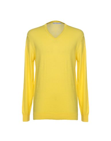 the veldt the yellow sweater The paperback of the road swing: then raced across the country as if through one continuous yellow light we tore after it and then into it, hyenas on the veldt.